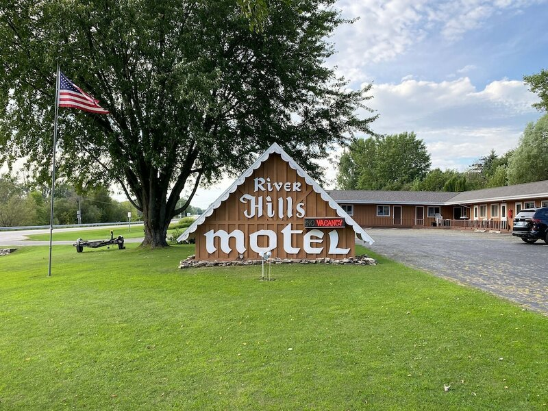 The River Hills Motel