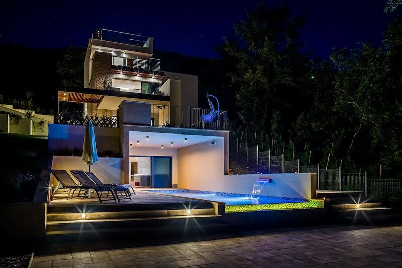 Villa AltaVista, Opatija - Seaview & Relax with Heated Pool and Private MiniGolf