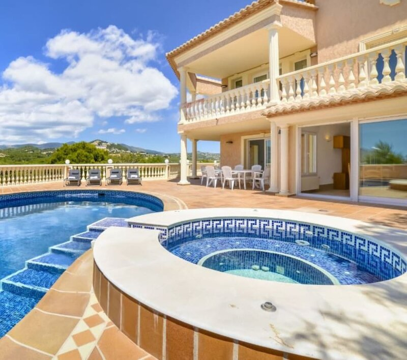 Villa - 5 Bedrooms with Pool and WiFi - 106420