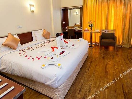 Piroozy Isfahan Hotel