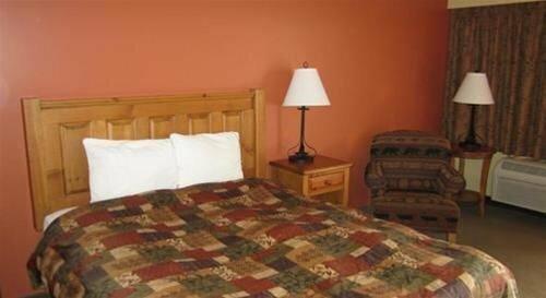 Pine Cone Inn & Suites