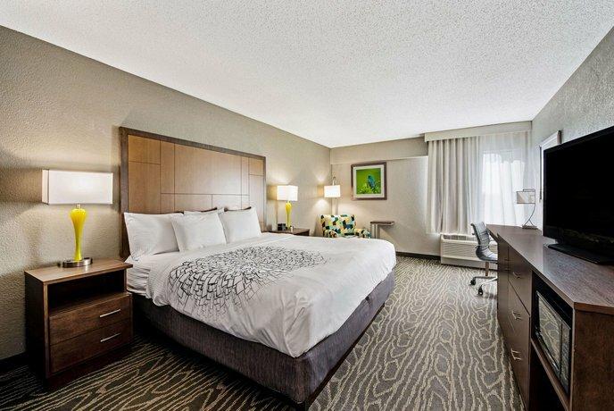 La Quinta Inn & Suites by Wyndham Dayton North - Tipp City