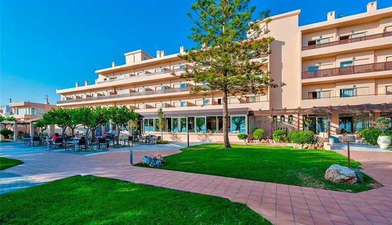 Отель Santa Marina Beach