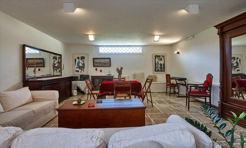 5 bedroom Villa in Karteros Re0414
