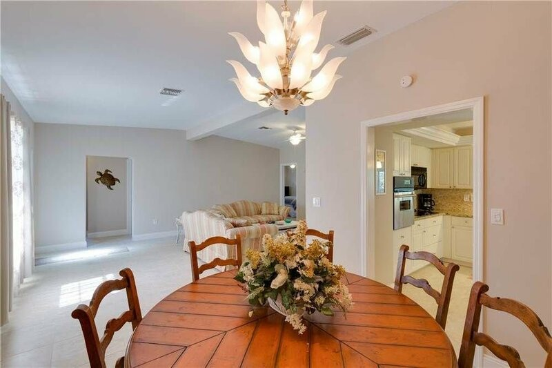 Cutlass Cove Renovated 4br on Deep Water Canal by RedAwning