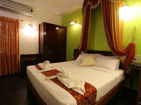 Hotel Theni International