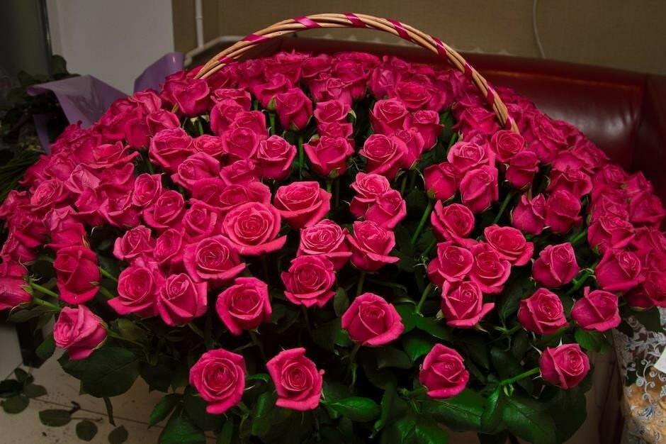 Лучшие подруги, открытки с огромным букетом роз
