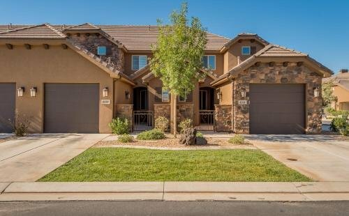 Red Canyon Retreat 3 Bedrooms 3 Bathrooms Townhouse