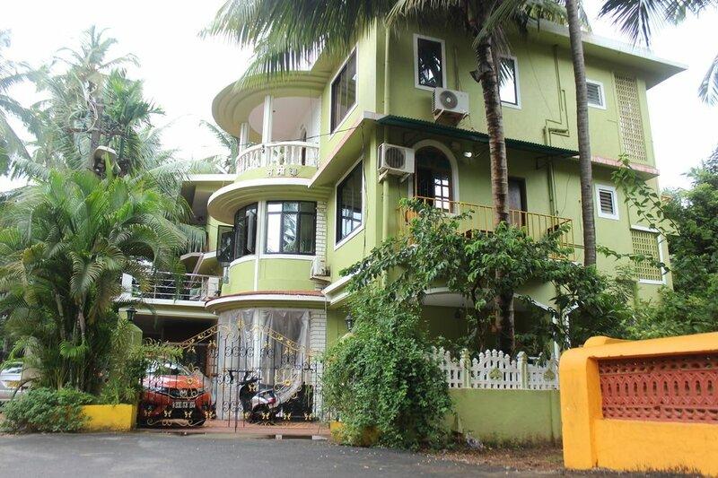 Oyo 6453 Home Studios behind KFC Calangute