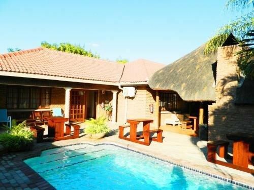 Bushmen Inn Premier Lodge