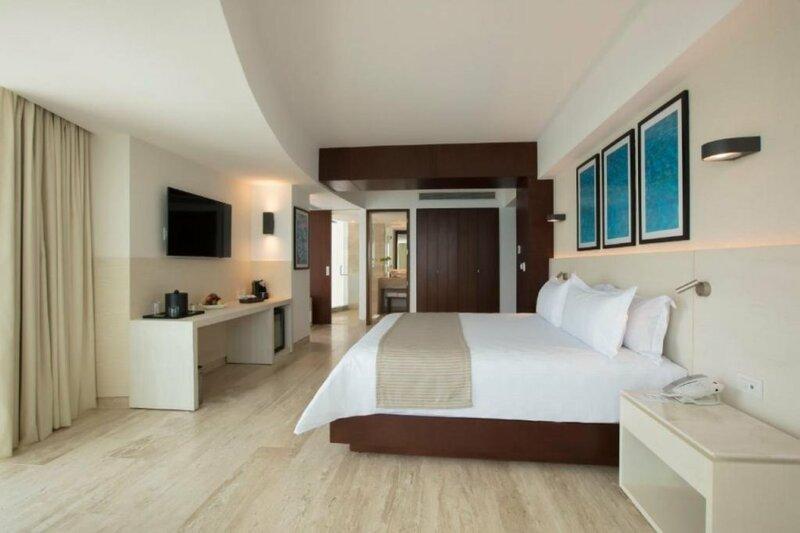 Altitude by Krystal Grand Punta Cancun All Inclusi