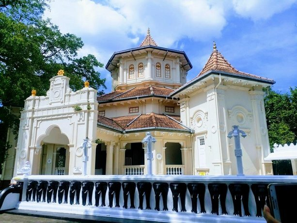 West Inn Colombo