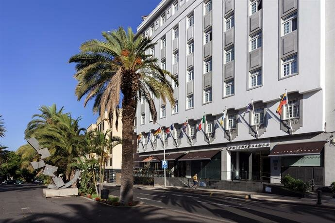 Occidental Santa Cruz Contemporáneo