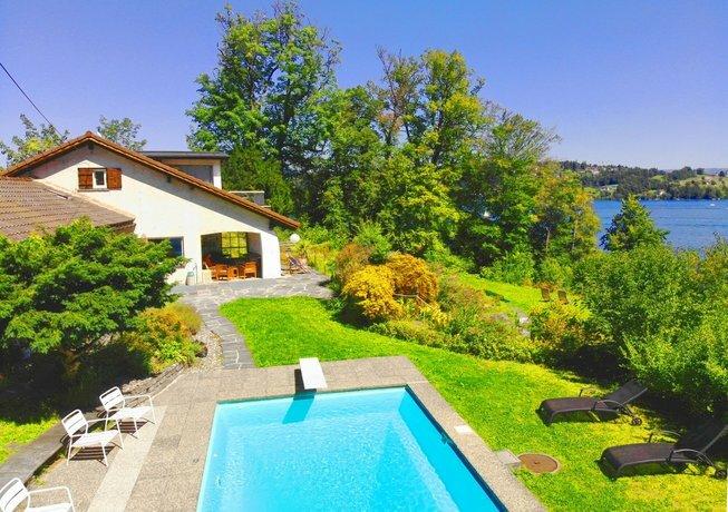 Lake Villa Lotus