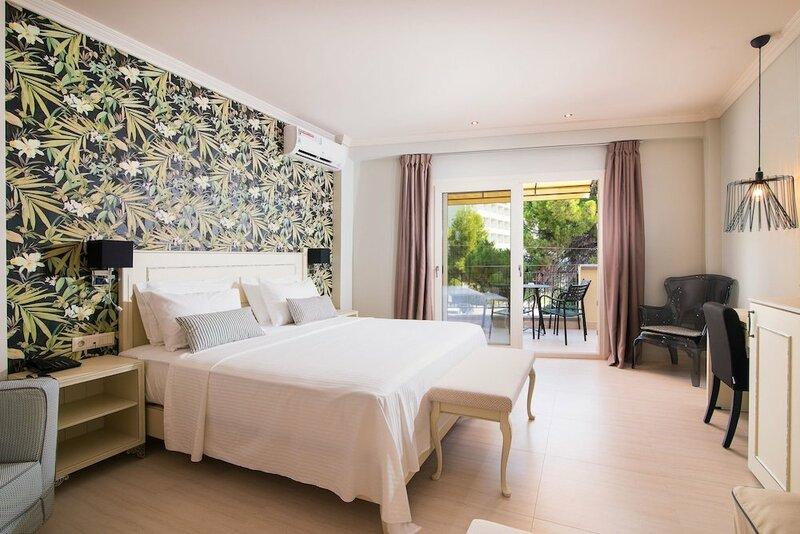 Neikos Mediterraneo Luxury Suites