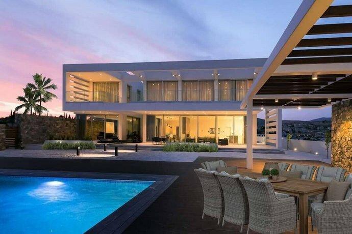 Villa Callista by Ezoria Holiday Rentals