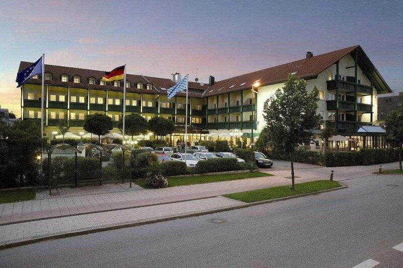 Отель Bauer Hotel and Restaurant