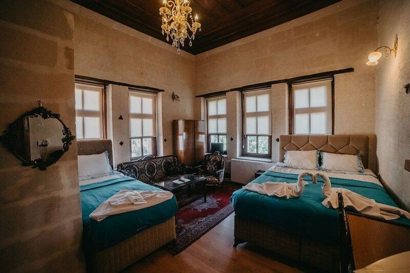 Born Hotel