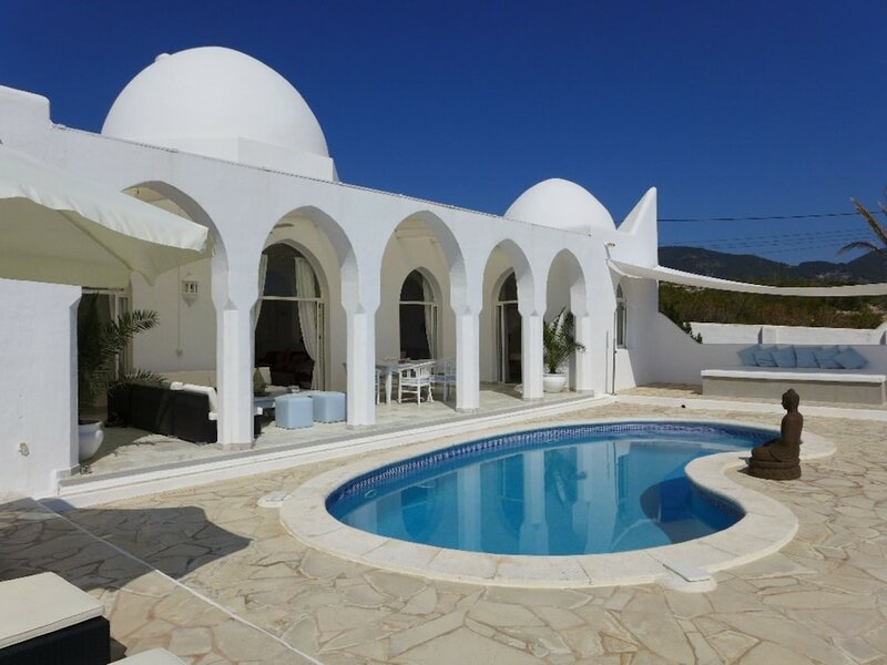 Gorgeous Villa in Cala D'hort With Swimming Pool