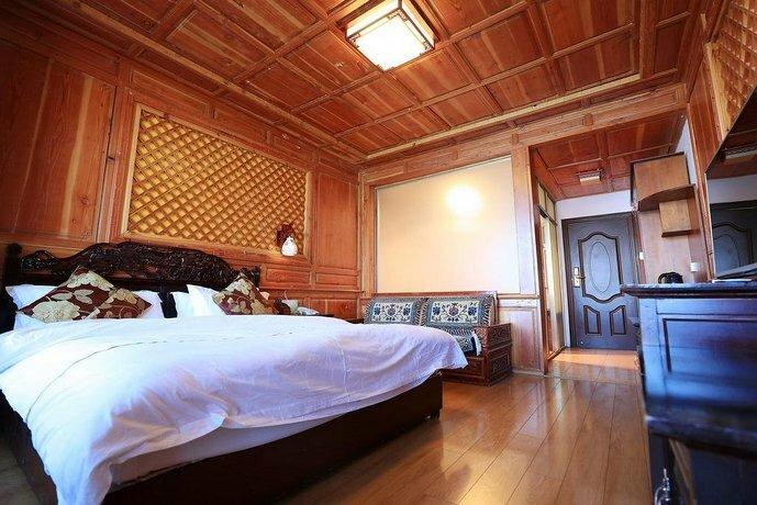 Lugu Lake Mosuo Park Hotel