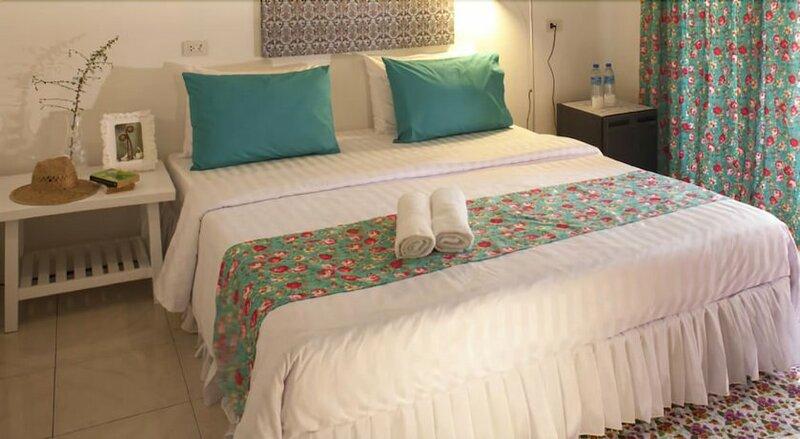 Dorm Des Fleurs Hostel