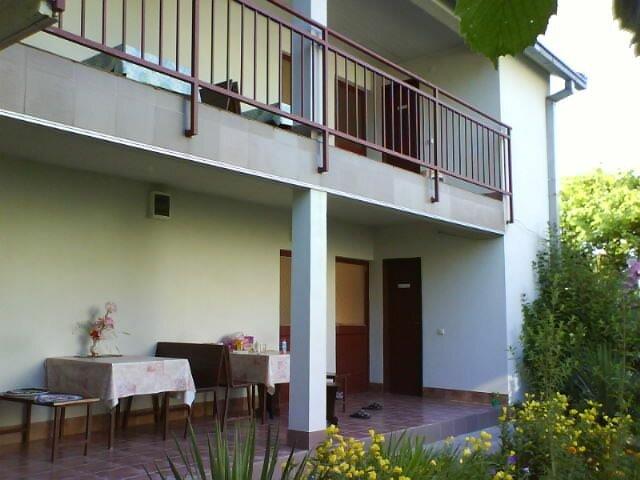 фото гостиница у джулии поселок вардане