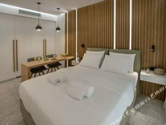 Nikis suites Syntagma-Plaka by Ghh
