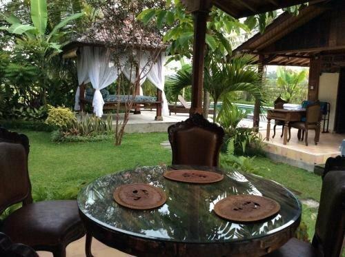 Ubud Rice Field Villa