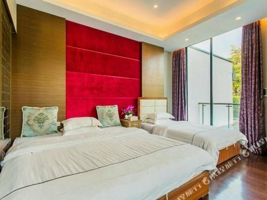 Holiday Villa Hotel & Residence
