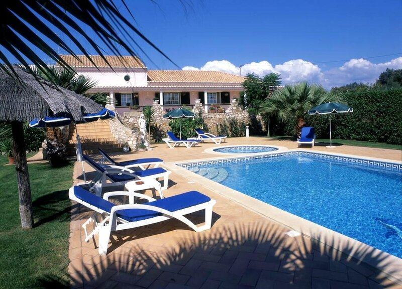 House With one Bedroom in Odiáxere, With Pool Access, Enclosed Garden