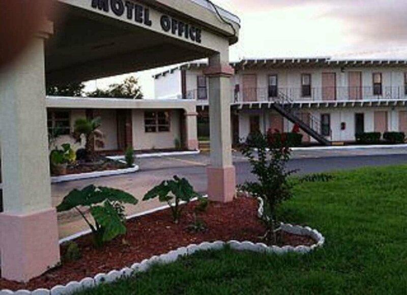Nassau Holiday Motel