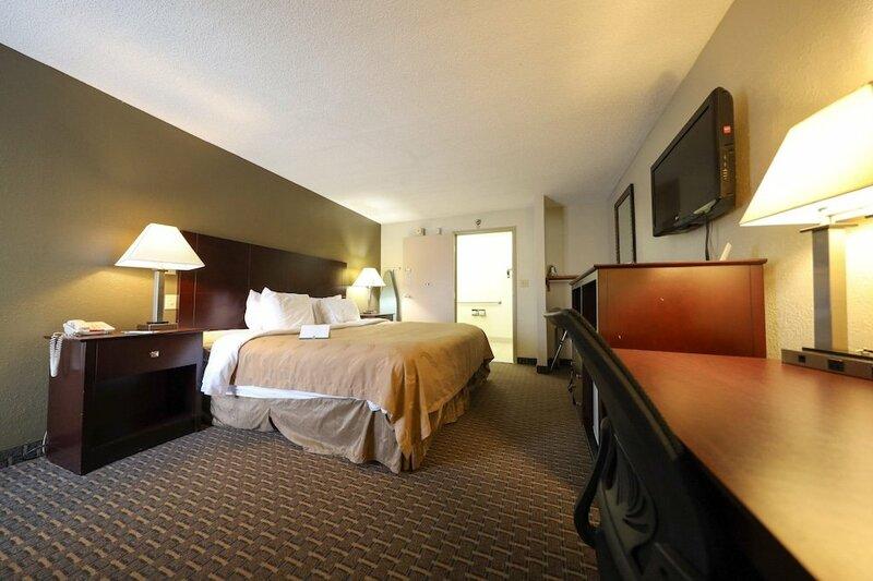 Copley Inn & Suites, Copley - Akron