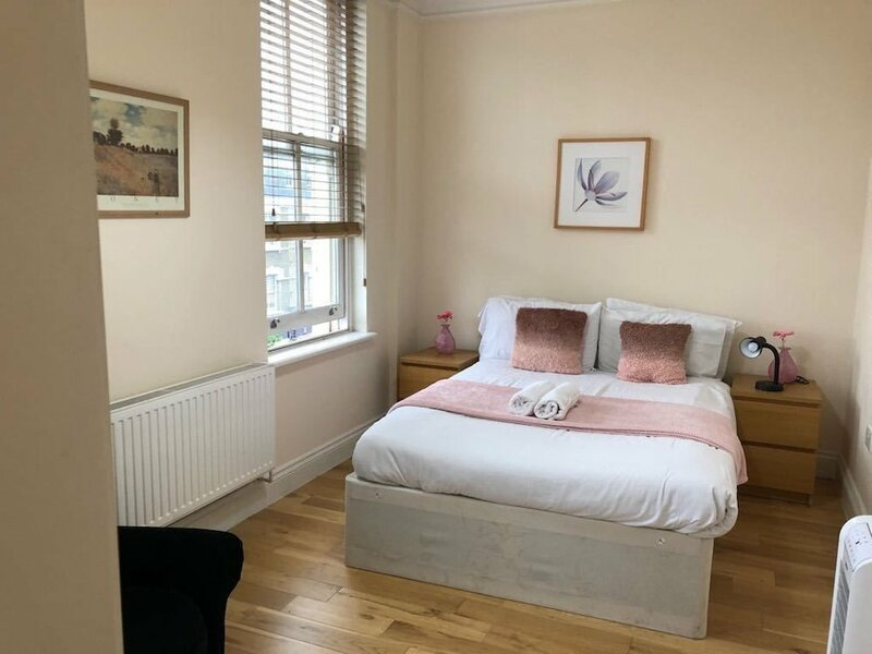 2 Bed Flat by Shoreditch Station Zone 1