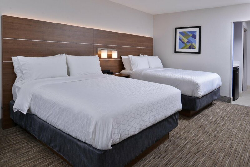 Holiday Inn Express & Suites - Marshalltown
