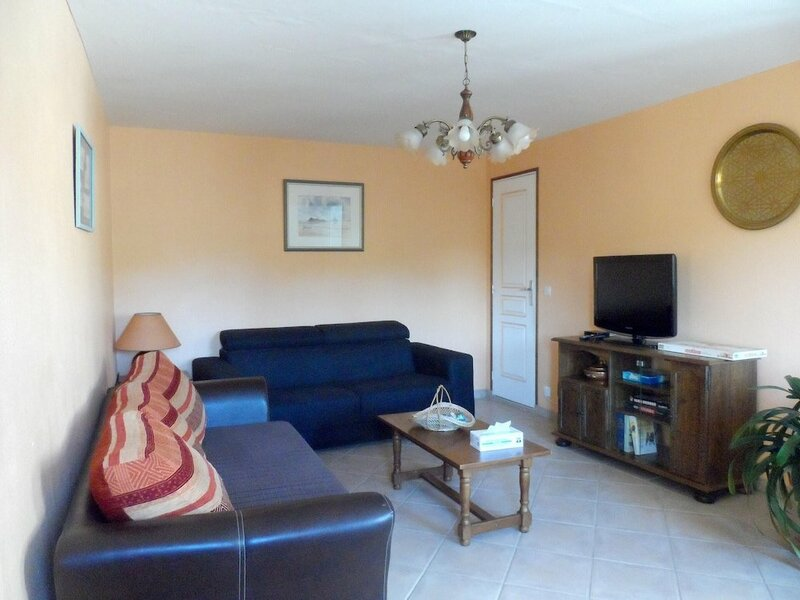 House With 2 Bedrooms in Chanteloup, With Wonderful Lake View, Furnish
