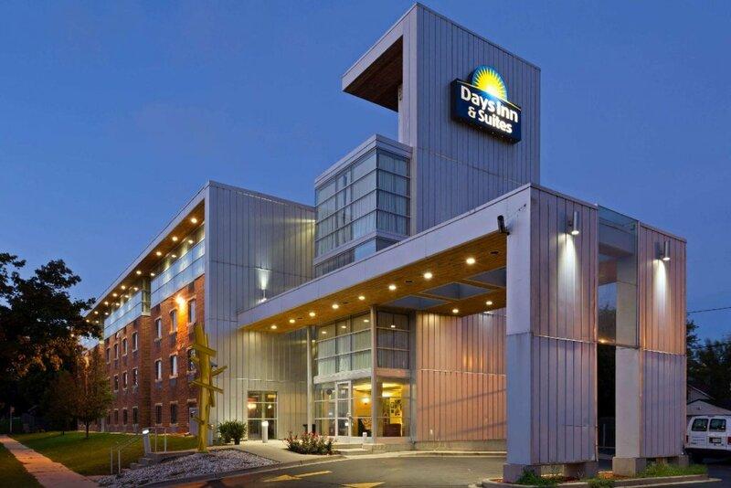 Days Inn & Suites by Wyndham Milwaukee