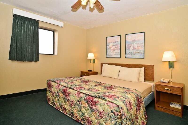 Days Inn & Suites by Wyndham Kansas City Downtown