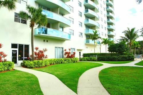 19370 Collins Ave № 1017