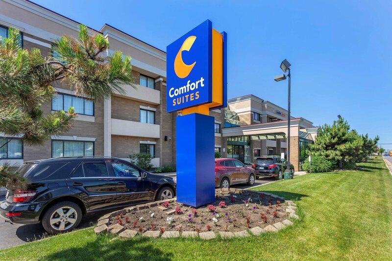 Comfort Suites Oakbrook Terrace near Oakbrook Center
