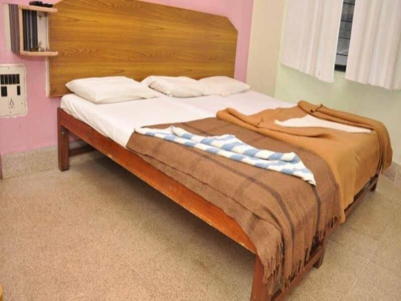 Lodge Shivaguru Comforts