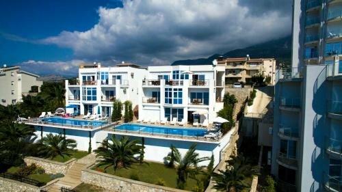 Royal Villas Beach Club