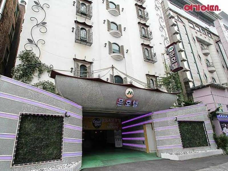 Moon Hotel