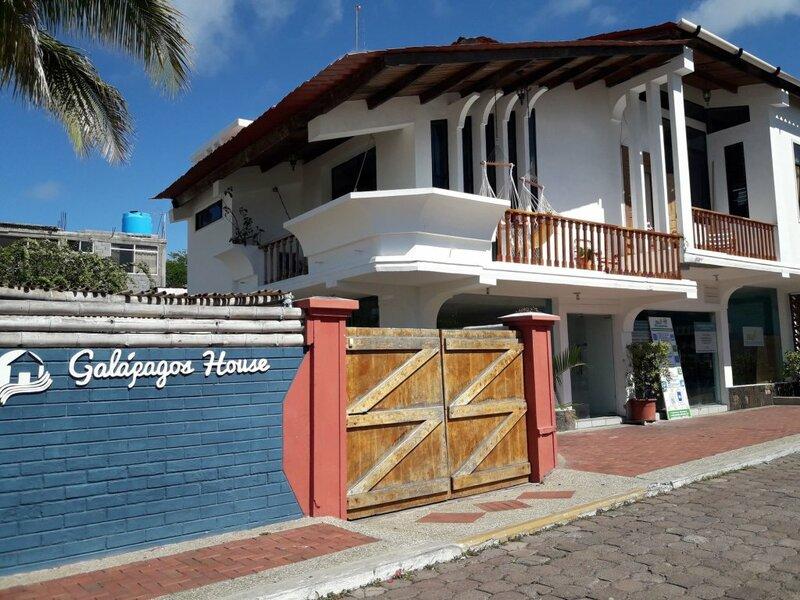 Flipper's Hotel Galapagos