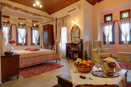 Iris Guesthouses & Suites