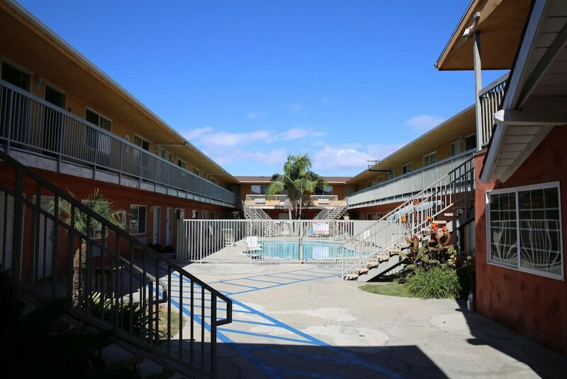 Chateau Inn and Suites