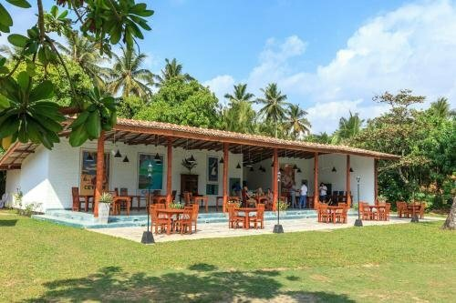 Cafe Ceylon Hotel