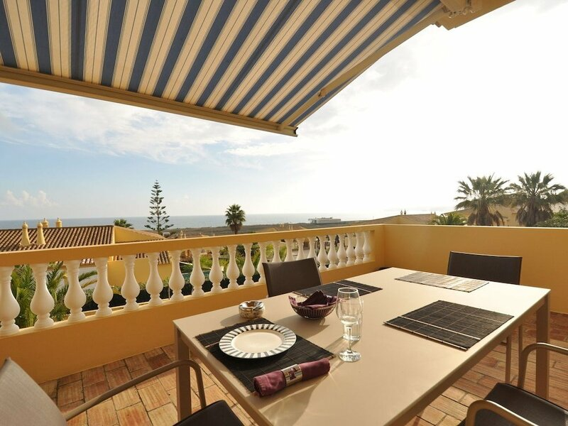 Villa With Views Overlooking the Pool, sea and Meia Praia. Great for a Relaxing Holiday