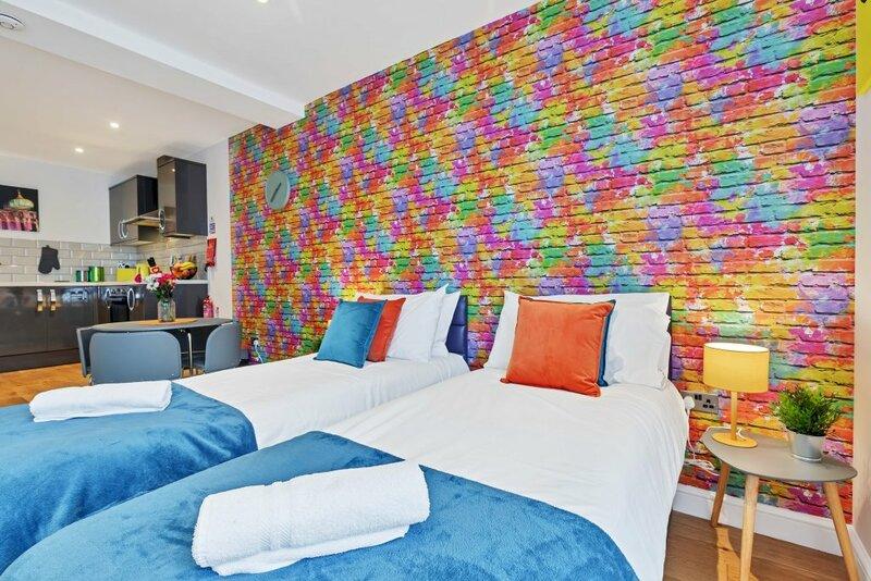 Rainbow Studio - Spacious City Centre - Close To Sea - Sleeps 1 To 3 Guests