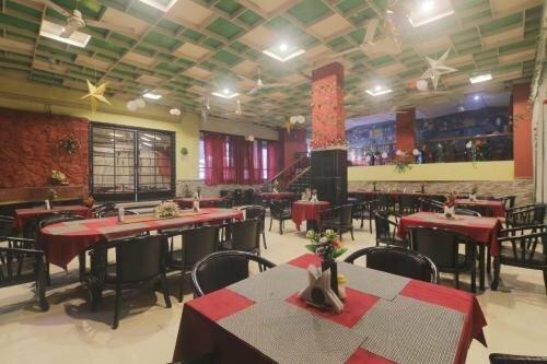 Oyo 26926 Hotel Paradise