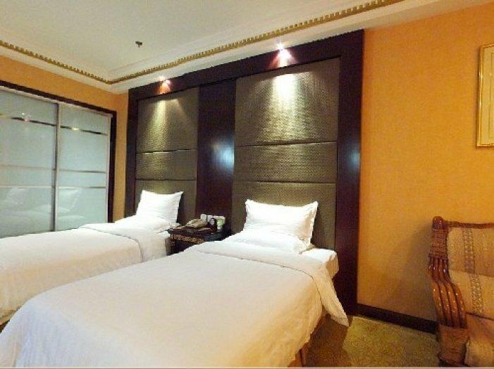Huazhong Holiday Hotel